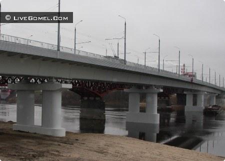C Новобелецкого моста спрыгнула девушка