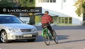 Велосипедист попал под колеса Renault