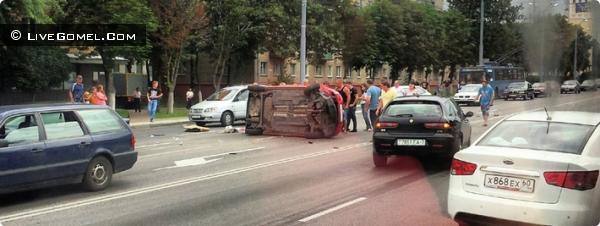Volkswagen Polo авария на ул. Советская 16 июля 2012