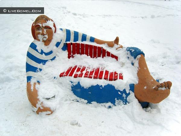 Матрос в легком шоке от зимы.