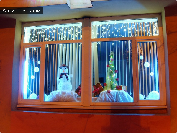 Окно школы в Новобелицком районе.