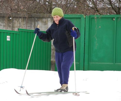 80-летняя гомельчанка ежедневно проходит на лыжах 10 км