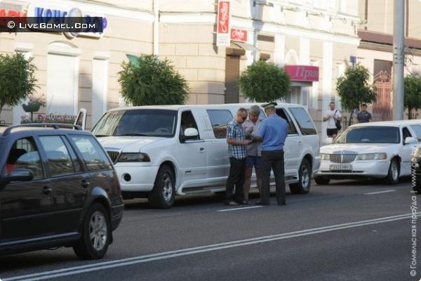 кортеж лимузинов с выпускниками института МЧС был оштрафован ГАИ Гомеля