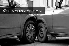 Водители и пассажиры двух легковушек пострадали в результате столкновений с грузовиками