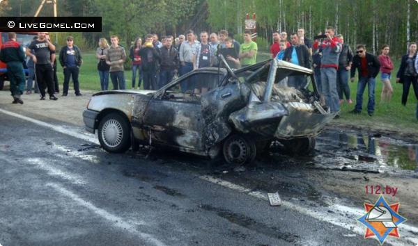ДТП в Новобелице В результате аварии один из автомобилей загорелся и в нем погиб водитель 1974 года рождения.