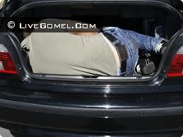 В Лоеве девушек перевозили в багажнике автомобиля