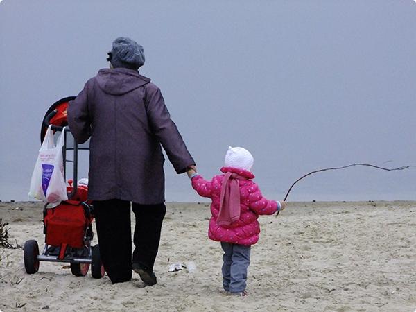 Гомельчан пытаются отучить выгуливать на пляже собак и мусорить