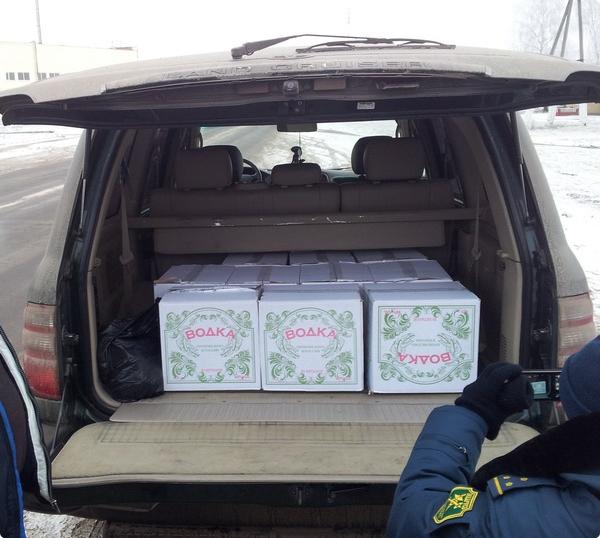 Житель Ветковского района пытался нелегально ввезти в Беларусь 200 литров российской водки