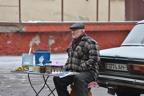 Регулярные рейды, профилактические беседы и штрафы: как в Советском районе борются с нелегальной торговлей