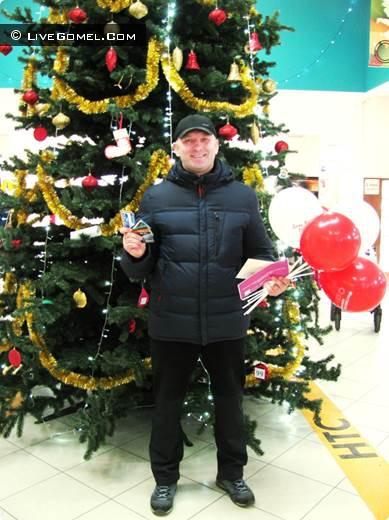 В канун Нового года в торговом центре «Секрет» разыграли денежные призы и встретили 3х-миллионного посетителя
