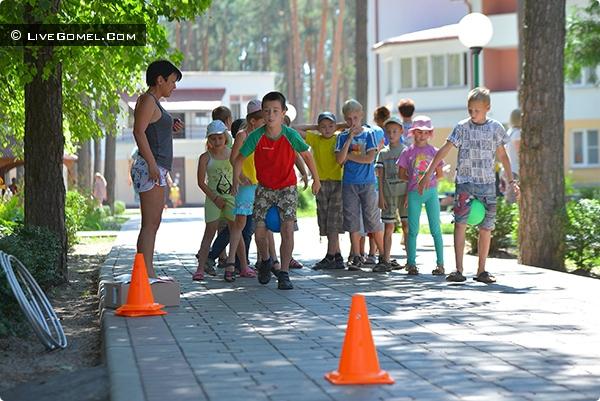Гомельские власти призывают родителей максимально занять своих детей летом
