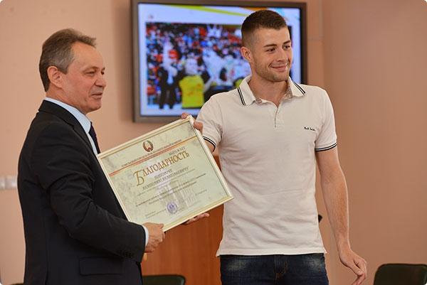 Городские власти поздравили команды гандбольного клуба «Гомель»
