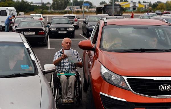 Гомельских водителей призвали не занимать парковки для инвалидов