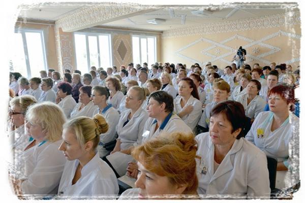Гомельские врачи попросили депутата разобраться с «внеочередным медицинским обслуживанием»