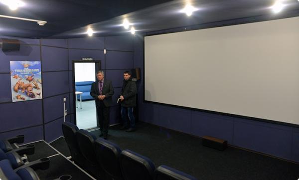 Презентация кинозала «МиниОН» в видеоцентре «Октябрьский» на проспекте Октября, 9