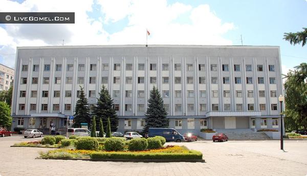Управделами районной администрации: «Не нужно жаловаться на течь в подвале главе государства»