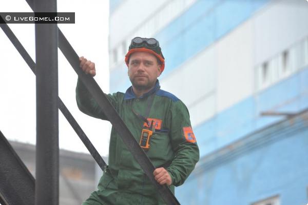 ОЛЕГ ВЛАСОВ, слесарь-ремонтник
