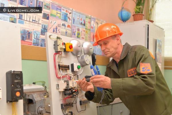 ИГОРЬ ДМИТРЕНКО, электромонтёр по обслуживанию и ремонту электрооборудования