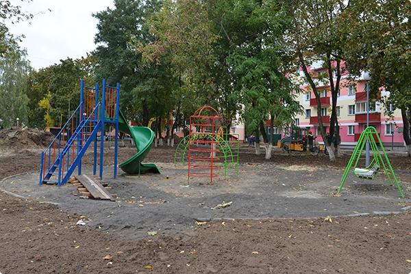 Городская прокуратура проверила безопасность детских площадок во дворах